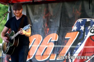 Eric Paslay rocks Exeter in a concert for KJUG (Photocredit: Paul Breski)